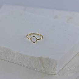 Pierścionek z oczkiem w kształcie koła