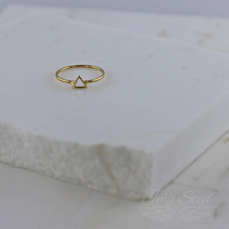 Pierścionek z trójkątnym oczkiem