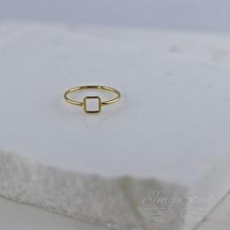 Pierścionek z kwadratowym oczkiem