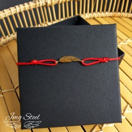 Bransoletka piórko na czerwonym sznurku