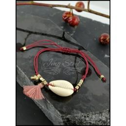 Bransoletka na sznurku z muszlą i krzyżykiem